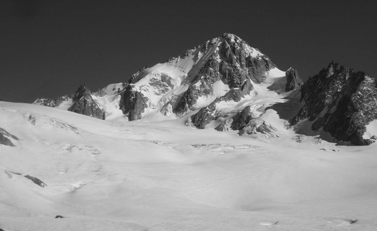 Aiguille du Chardonnet 3824M