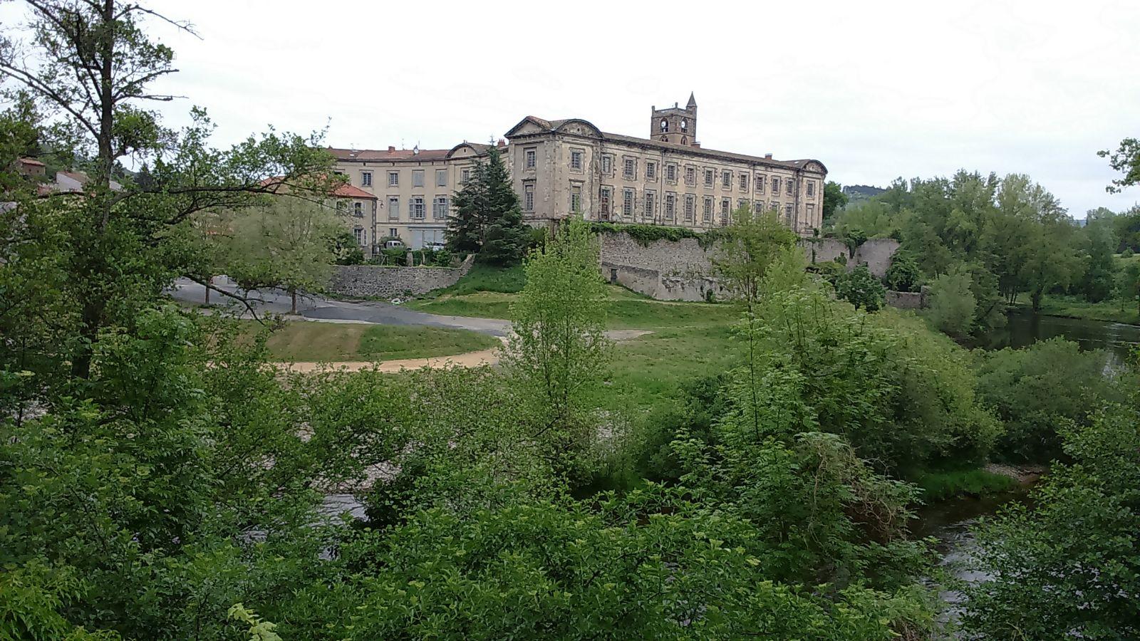 Lavoûte-Chilhac, Mairie et Prieuré