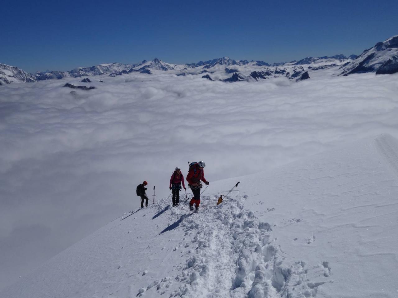 Montée au Grand Bec dans 20cm de neige fraiche